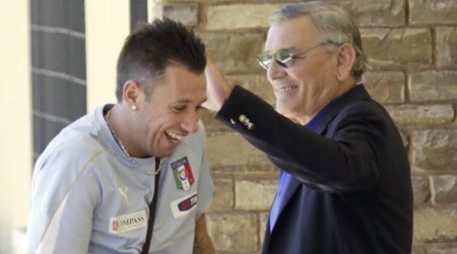 gigi riva scherza con cassano in uno dei raduni della nazionale italiana di calcio