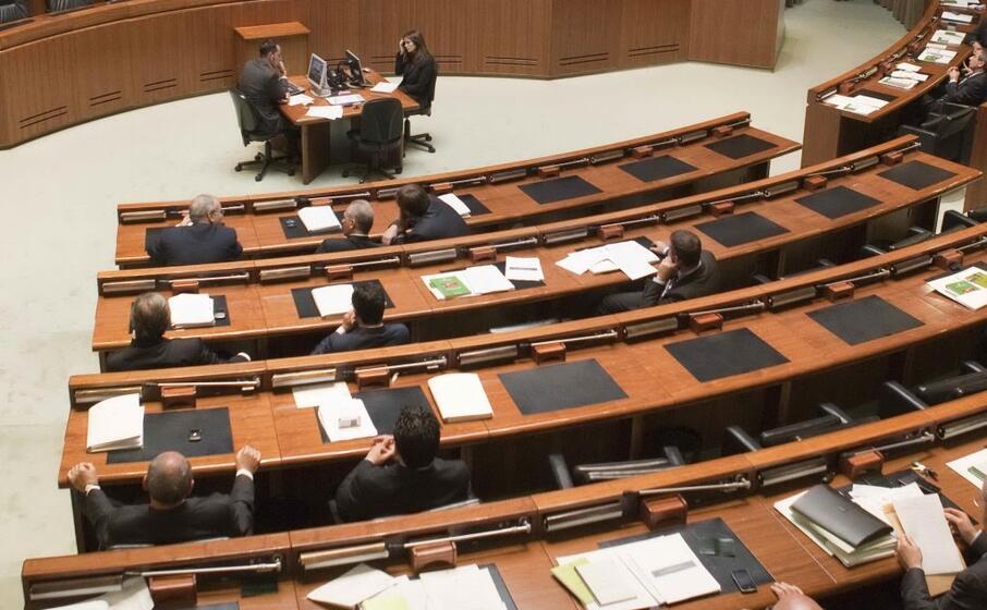 una seduta del consiglio regionale (foto d archivio)