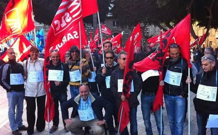 i lavoratori di sardegna uno durante una protesta
