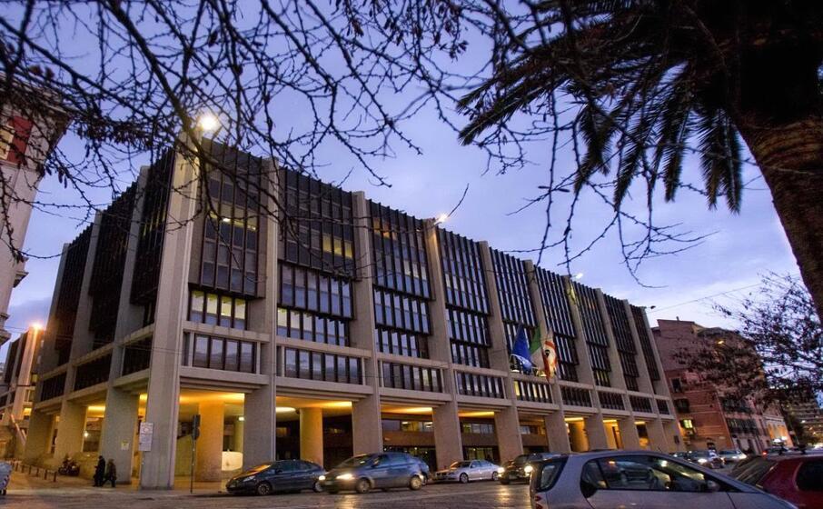 il palazzo del consiglio regionale in via roma