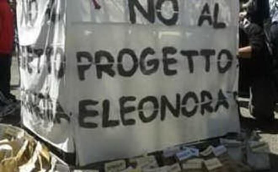 protesta contro il progetto della saras