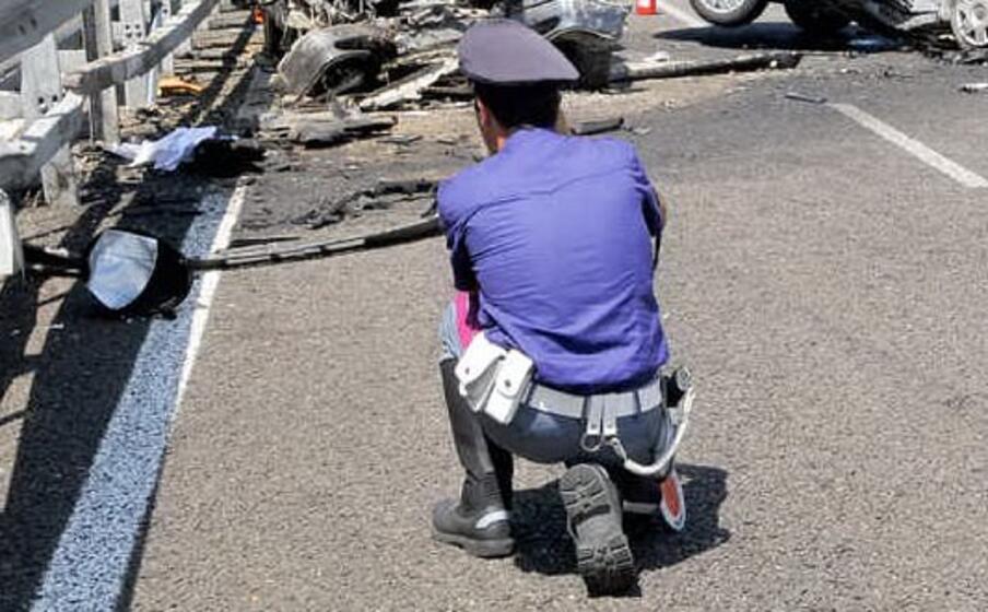 un agente della polizia stradale