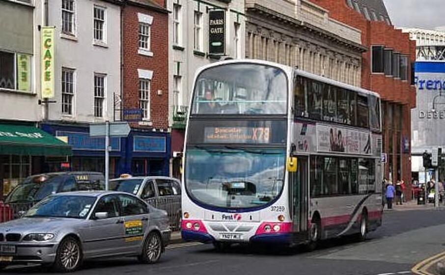 un bus inglese