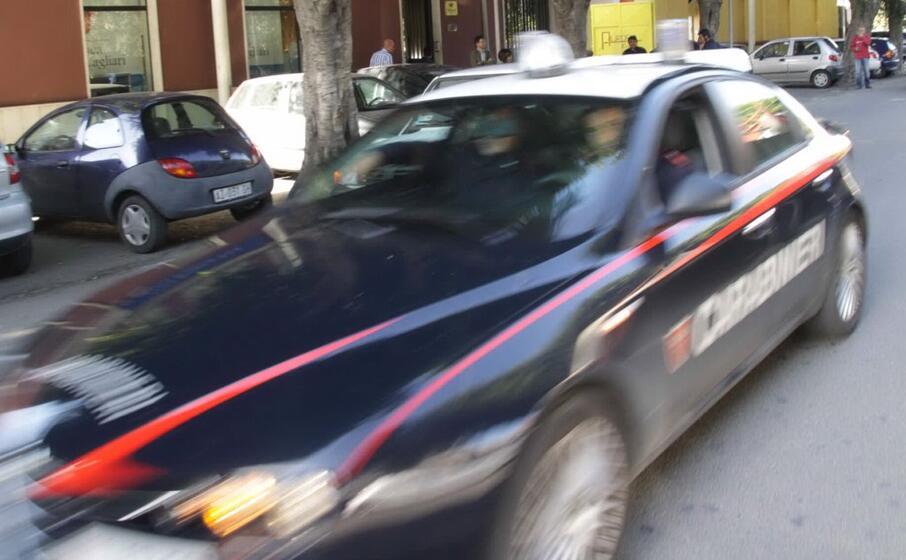 un auto dei carabinieri
