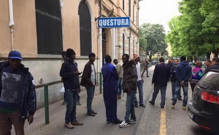 la protesta dei profughi (la stampa)
