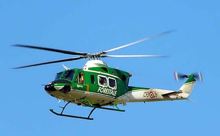 un elicottero della forestale
