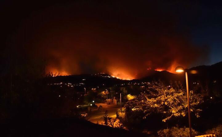 fiamme tra porto ottiolu e agrustos frazione di budoni centinaia di persone evacuate