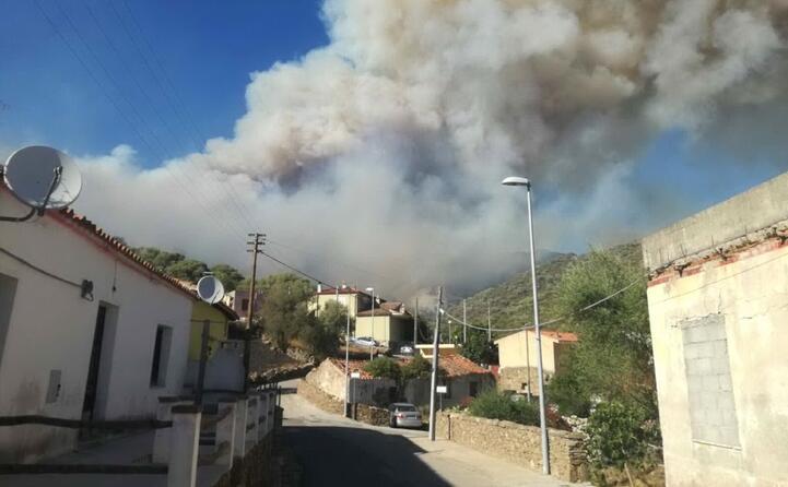 l incendio ha minacciato diverse strutture turistiche