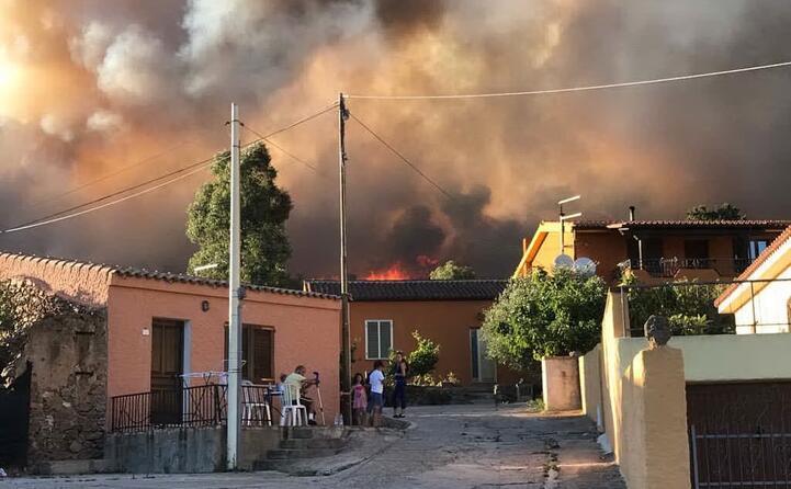 le fiamme si sono sviluppate intorno alle 17 30 (foto satta)