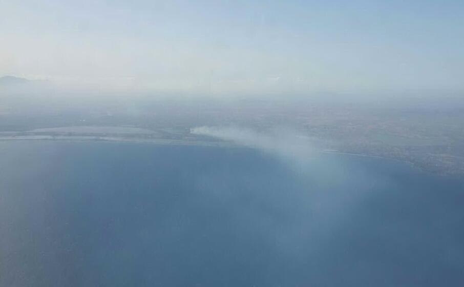 il fumo a quartu immortalato da una lettrice francesca placido in volo sul golfo di cagliari