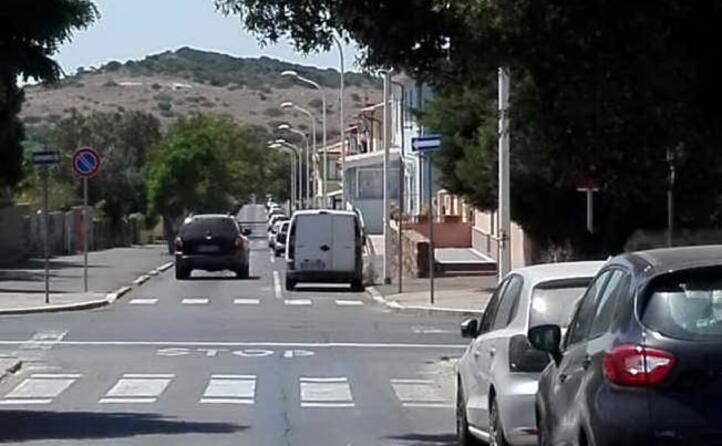 carbonia l incrocio dove avvenuto l incidente il 18 luglio il cartello dello stop visibile solo a 15 metri dall incrocio stesso completamente nascosto dalle frasche di un albero rigoglioso danilo vinci (19 07 2017)