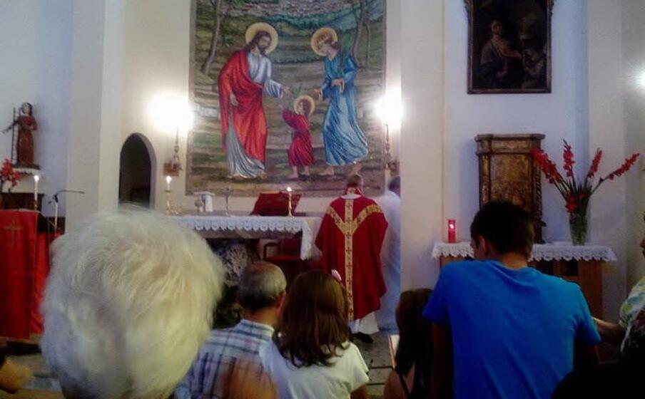 l ultima messa nella chiesa di san quirico (foto di maria giovanna campus)