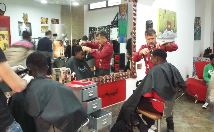 i rifugiati dal parrucchiere
