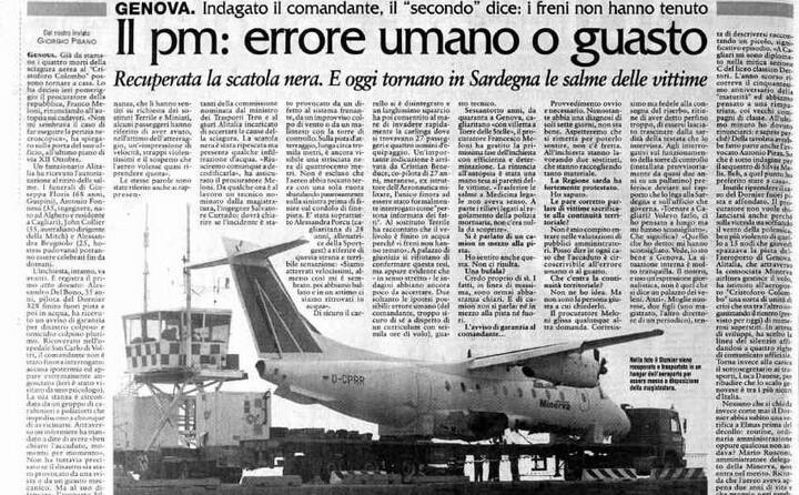 l aereo recuperato e trasportato in un hangar
