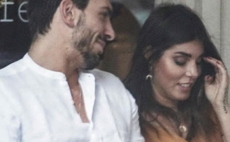 la coppia paparazzata a milano (foto novella 2000)