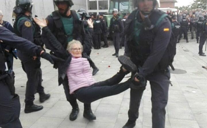 tafferugli tra polizia e manifestanti