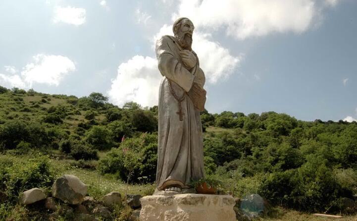 la statua di fra nicola (archivio unione sarda)
