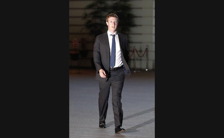nel 2012 mark zuckerberg fondatore e ceo di facebook compra il social di condivisione immagini