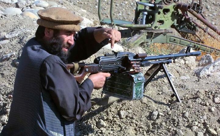un guerrigliero afgano (ansa)