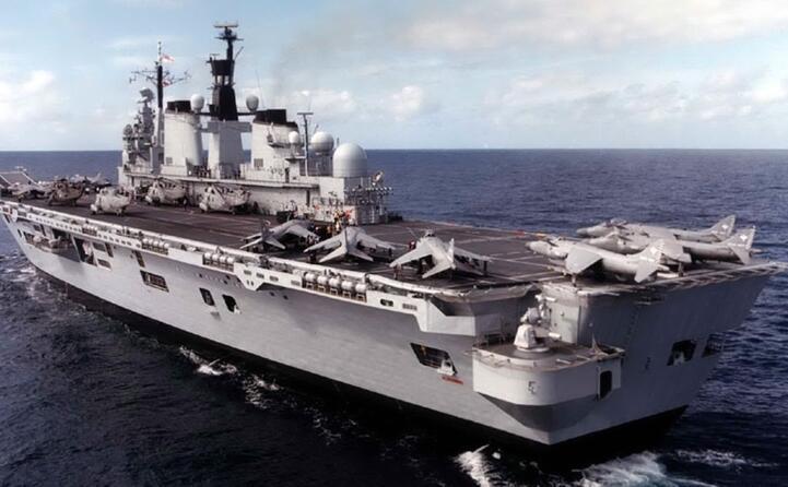 una nave della marina britannica (ansa)