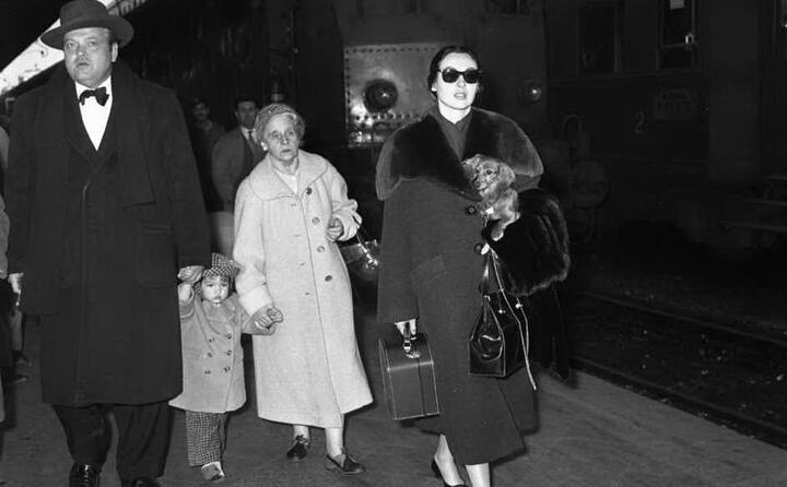 l arrivo della famiglia welles alla stazione termini (ansa)