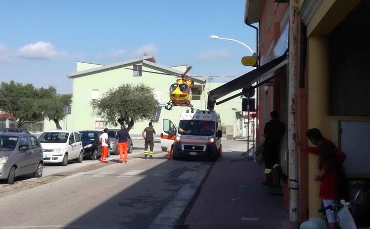 i soccorsi per un vigile del fuoco a uta (foto lorenzo ena)