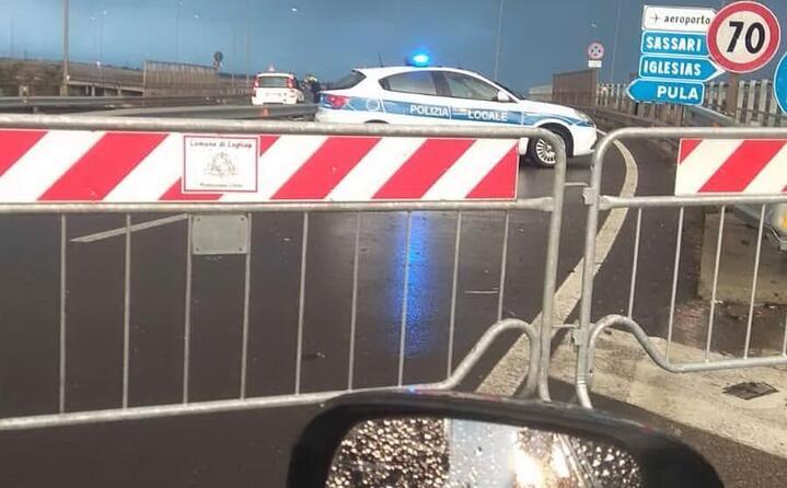 il ponte della scaffa chiuso (foto l unione sarda)