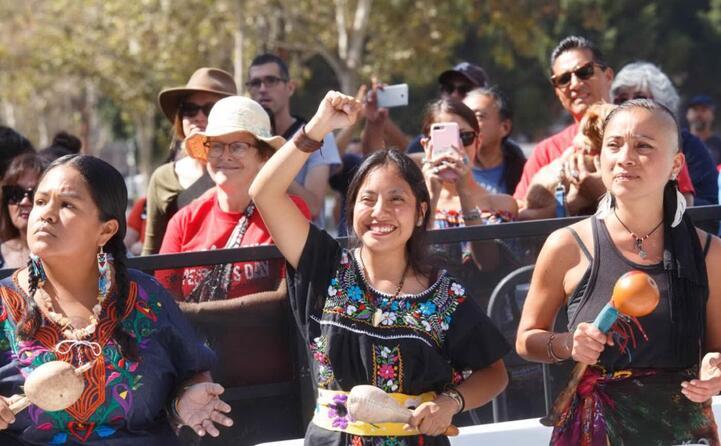 i nativi americani organizzano una contro cerimonia (ansa epa)