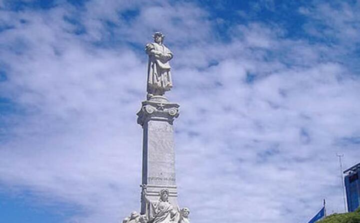 il monumento dedicato a colombo a buenos aires (ansa)