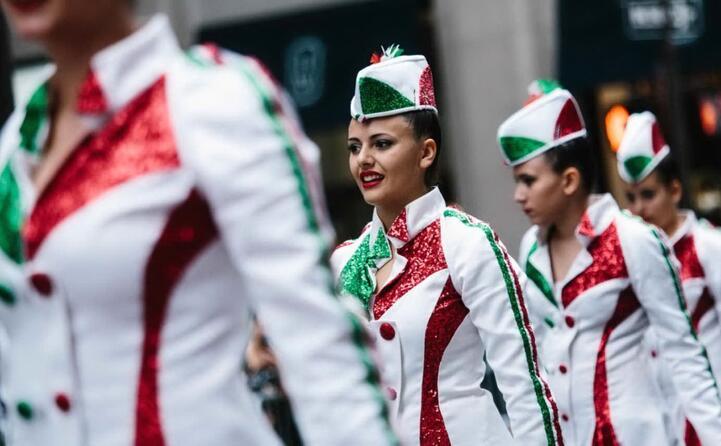 ogni anno gli americani festeggiano quel momento con una parata (ansa epa)