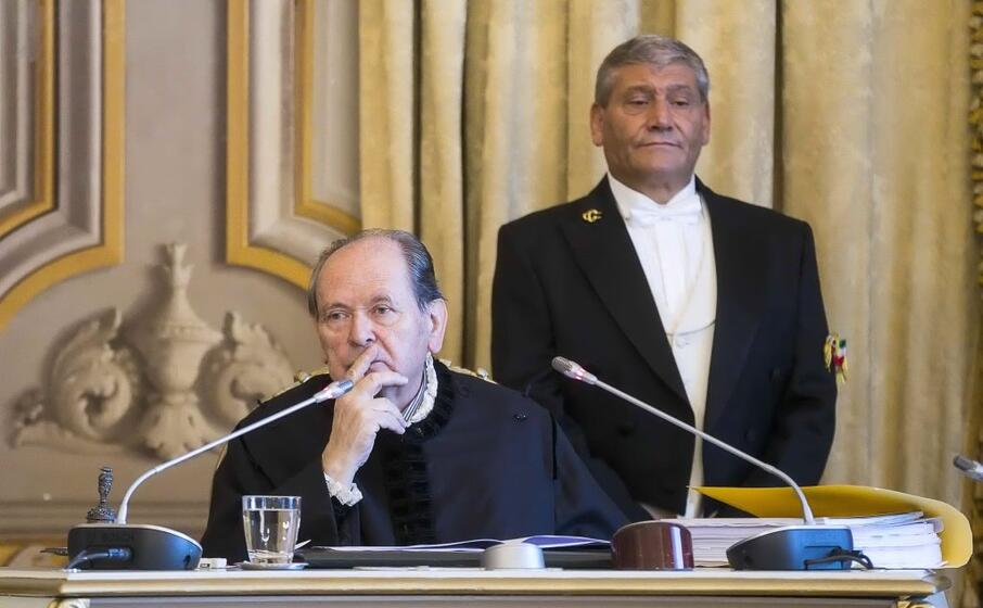 il presidente della corte costituzionale giorgio lattanzi durante l udienza pubblica sul caso (ansa)