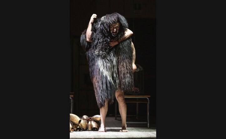 la pi ce ideata dallo stilista ha debuttato al teatro massimo di cagliari