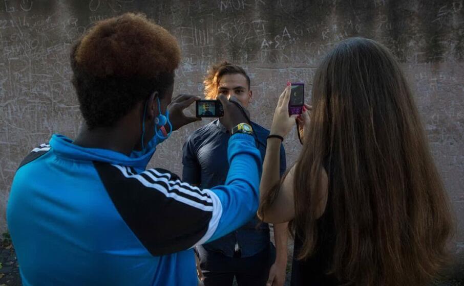 uno scatto dal backstage del progetto so(g)no (unhcr michele cirillo foto da facebook)