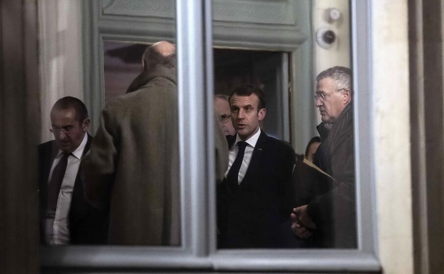 il presidente emmanuel macron ha incontrato nella notte il ministro dell interno