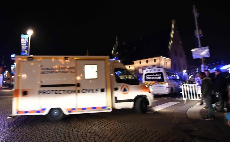 l arrivo delle prime ambulanze