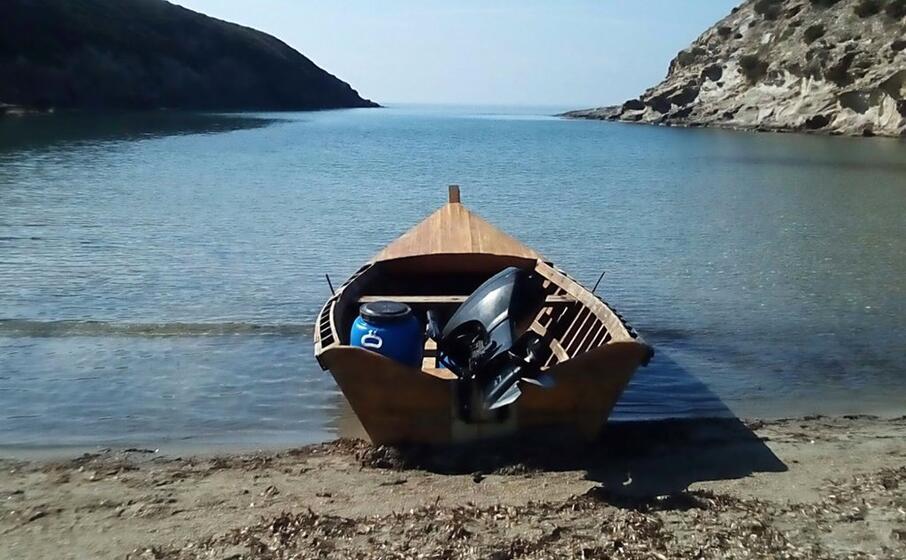un barchino (archivio l unione sarda)