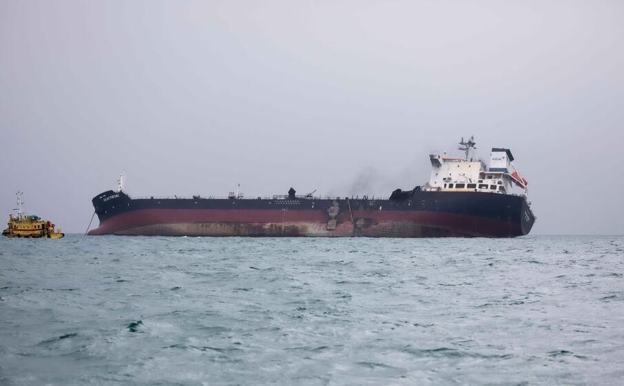 le fiamme sono partite da un ala dell imbarcazione