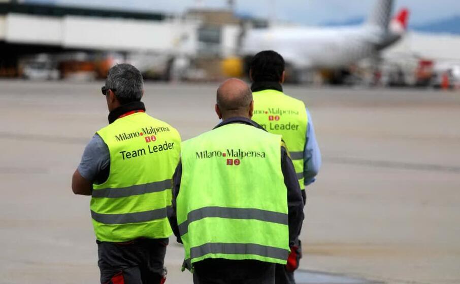 malpensa personale di terra all aeroporto (ansa)