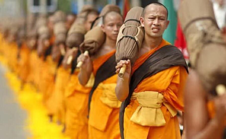 monaci thailandesi (ansa)