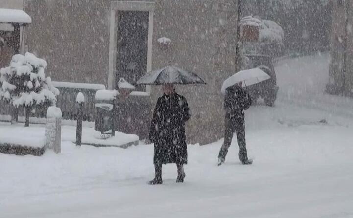 le grandi nevicate di queste ore hanno creato diversi disagi