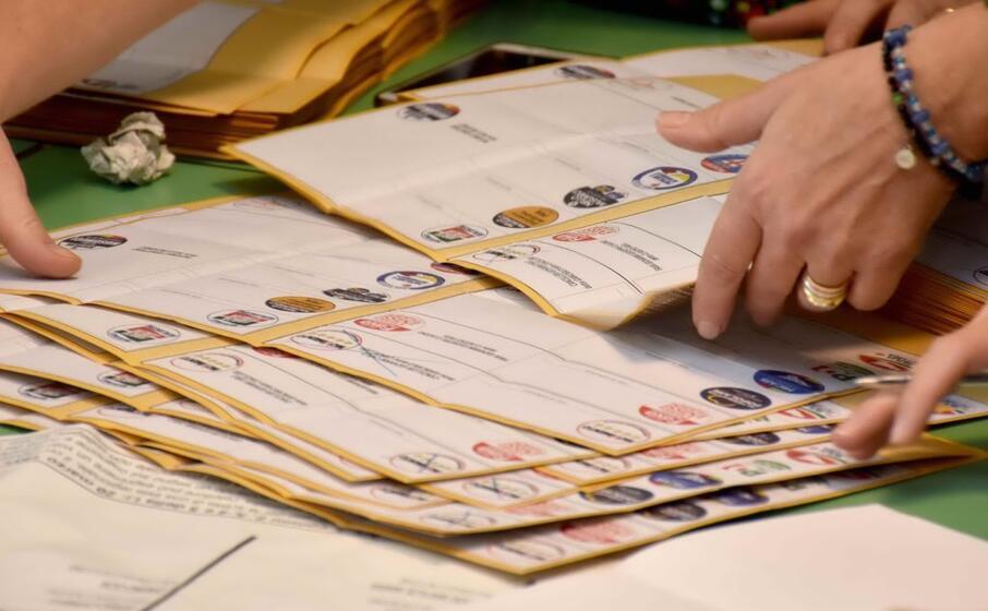 schede elettorali immagine simbolo (ansa)