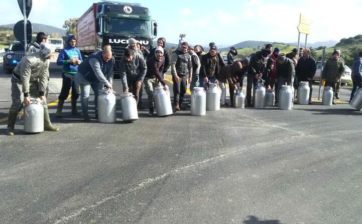 un altra immagine della protesta da berchidda (foto di pierluigi sini)