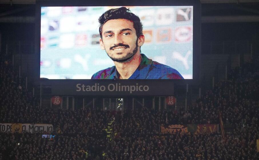 la foto di davide astori morto un anno fa allo stadio olimpico di roma (ansa)