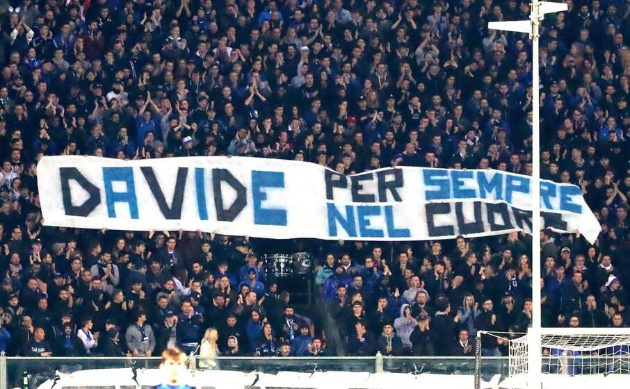 lo striscione dei supporters dell atalanta