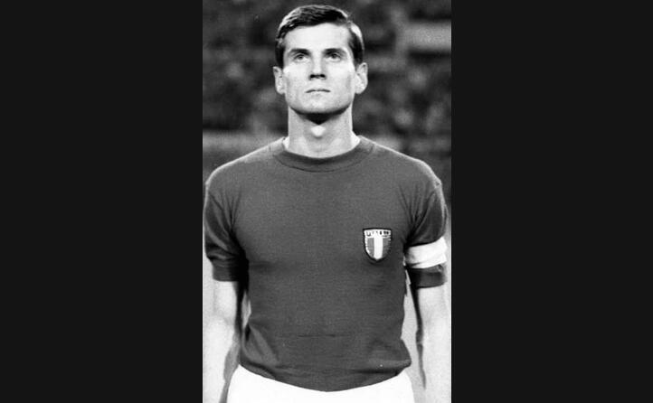 giacinto facchetti storico capitano dell inter e della nazionale in foto agli europei del 1968
