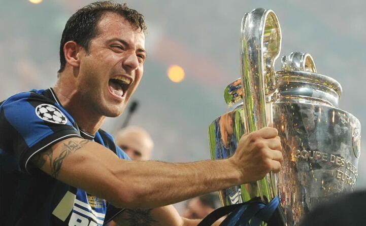 stankovic alza la champions league 2010