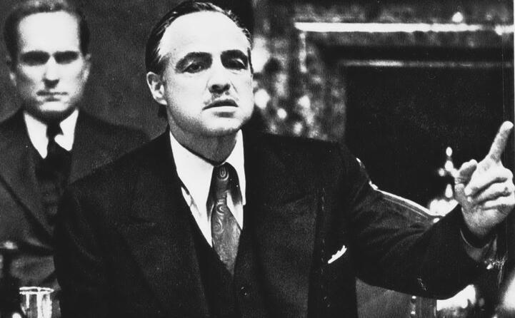 ancora don vito corleone alle sue spalle il fido consigliere tom hagen