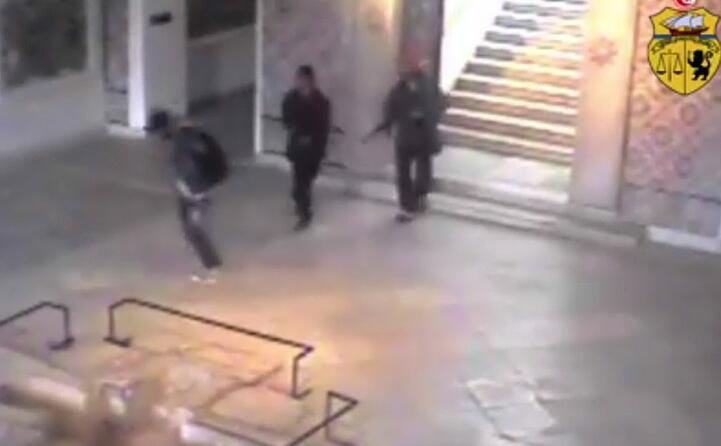 l ingresso dei terroristi armati nella struttura