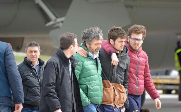 quattro le vittime italiane i volti dei parenti all aeroporto di ciampino