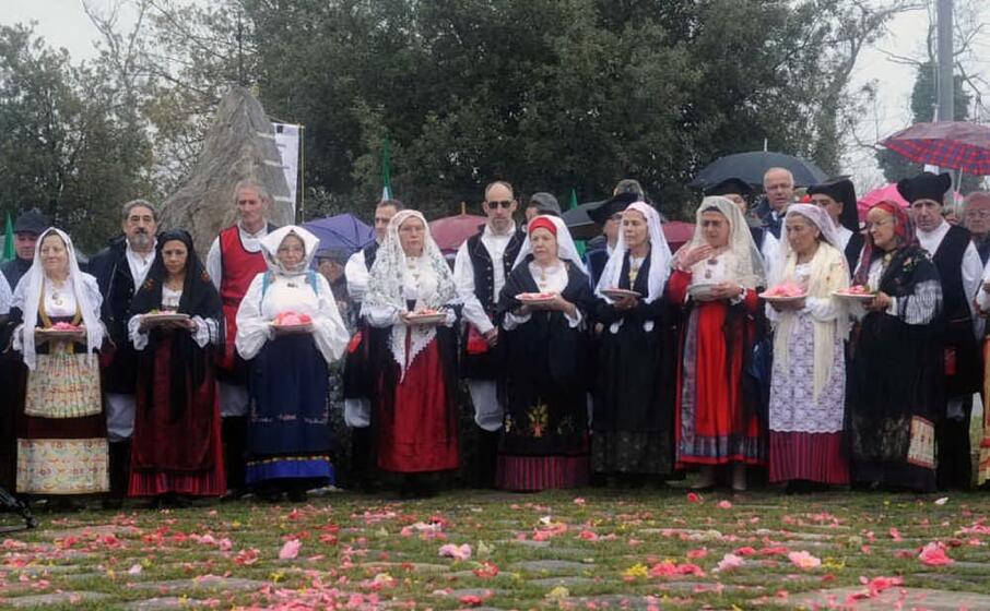 un momento della cerimonia (foto circolo su nuraghe )